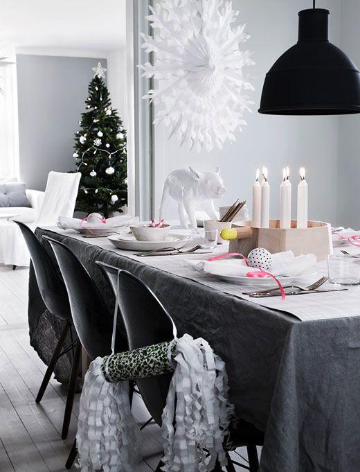 Kerstdiner tafel aangekleed
