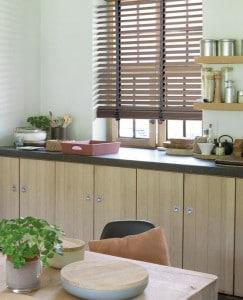 houten jaloezie in keuken