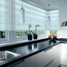 Duorolgordijn wit in mooie moderne keuken