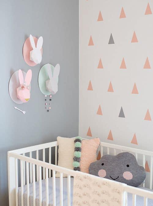 Decoratie aan de muur in de kinderkamer