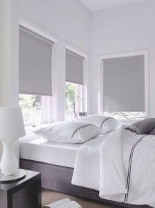 verduisterend licht grijs rolgordijn slaapkamer