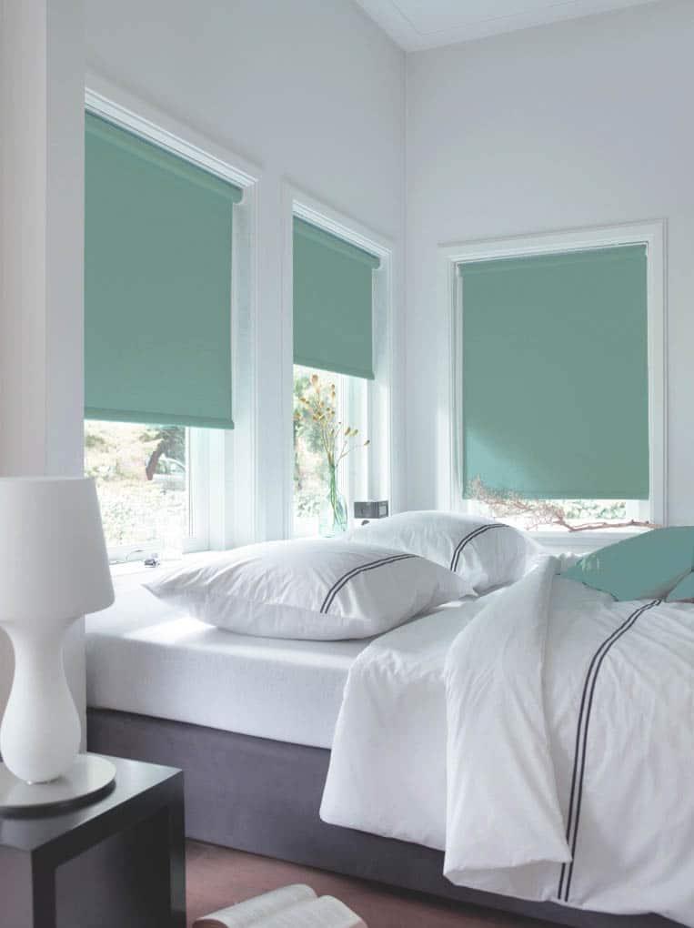Mintgroen rolgordijn slaapkamer op maat