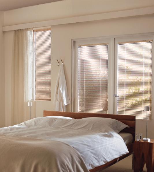 aluminium jaloezieen in slaapkamer