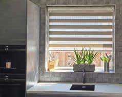 licht duorolgordijn in de keuken