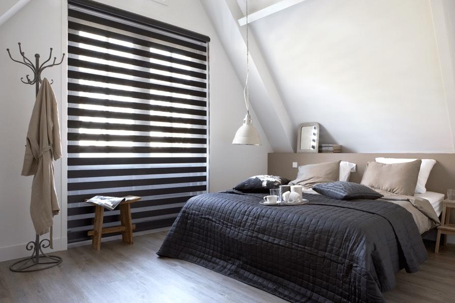 Duorolgordijn slaapkamer met sierkap