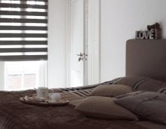 Duorolgordijn verduisterend donkerbruin in slaapkamer