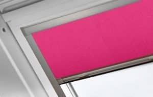 Velux rolgordijn roze voor dakraam