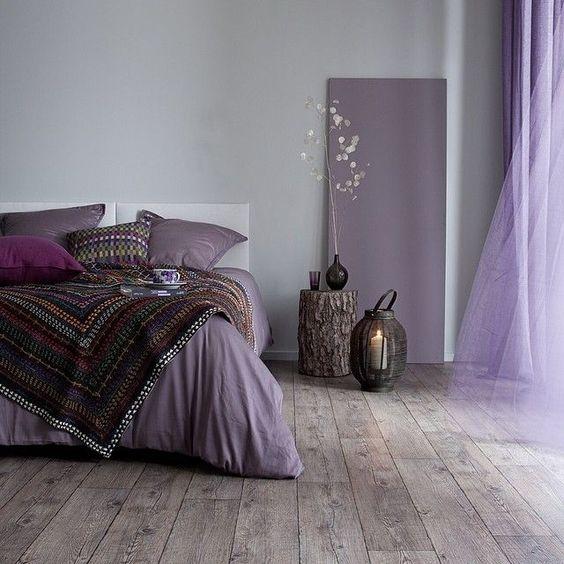 Rustgevend interieur in de slaapkamer rolgordijnwinkel - Lounge grijs en paars ...