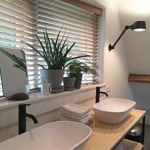 badkamer houten jaloezieen 50mm