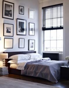 Zwarte houten jaloezie in slaapkamer