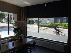 rolgordijnen zwart voor restaurant